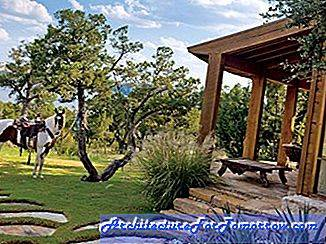 Nunzio DeSantis Crafts en sten och glas Ranch i Texas Hill Country