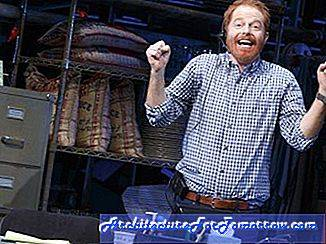 Tour door de Set of Jesse Tyler Ferguson's New Broadway Show Volledig toegewijd